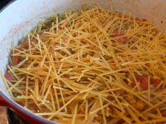 pasta e lenticchie with broken spaghetti