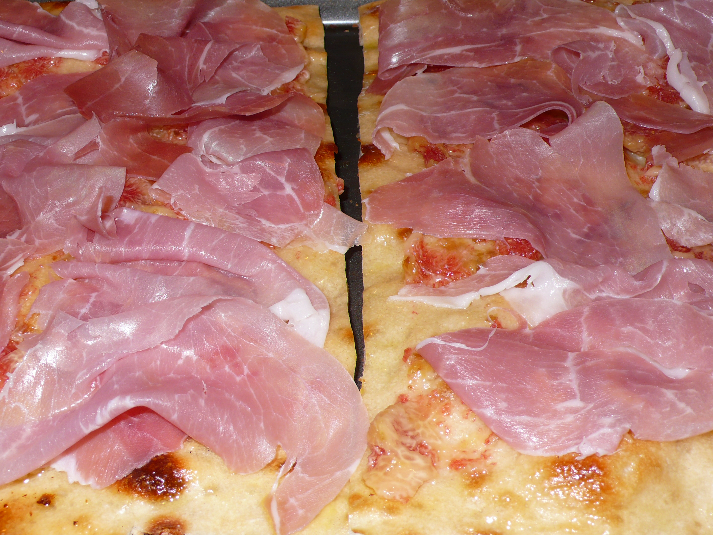 Pizza Bianca with Fresh Figs and Prosciutto Crudo | Italicious